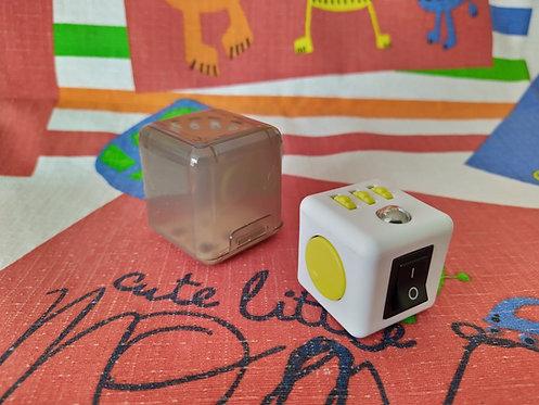 Fidget cube blanco amarillo