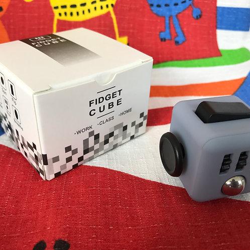 Fidget Cube gris claro con negro