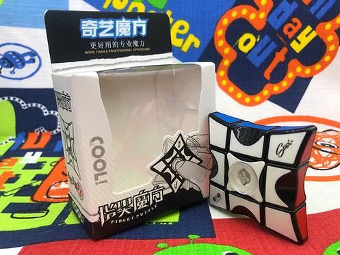QiYi 3x3x1 Fidget Spinner con tiles base negra