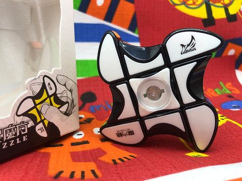 QiYi 3x3x1 Windmill Fidget Spinner con tiles base negra