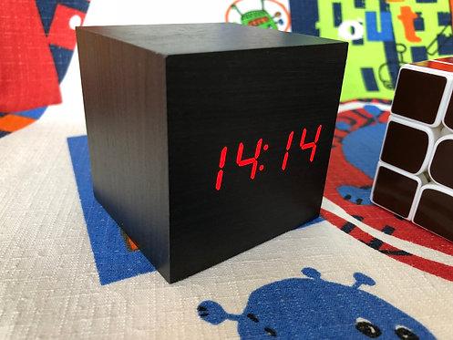 Reloj cubo negro LED rojo