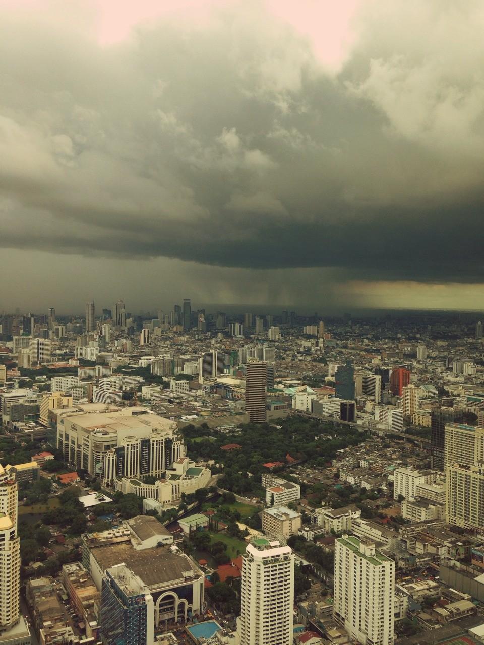 Бангкок готовится к дождю