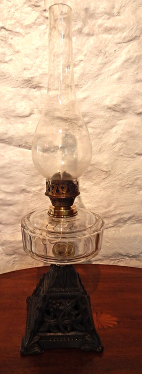 A Beautiful Victorian Cottage Oil Lamp (COM/354)