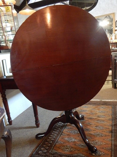 A Stunning 18th Mahogany Tilt Top Table  (DKS/523)