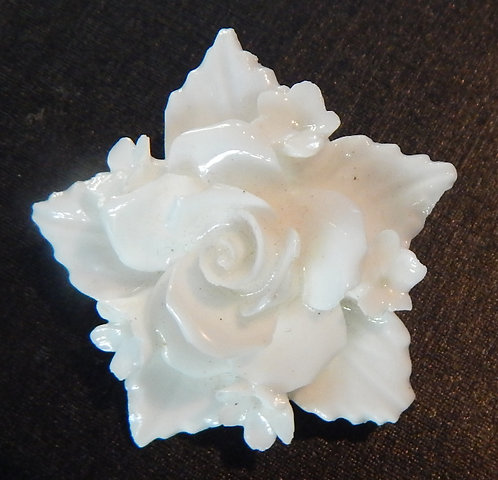 A Lovely White Flower Brooch (DKS/488)