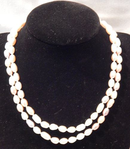 A Beautiful Cultured Pearl Necklace (DKS/534)