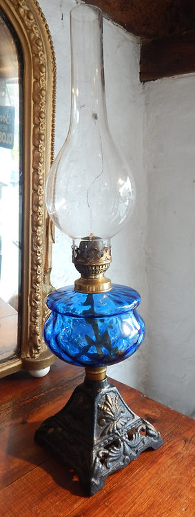 A Lovely Victorian Cottage Oil Lamp (COM/357)