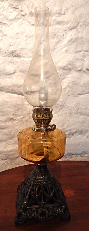 A Beautiful Victorian Cottage Oil Lamp(COM/354)