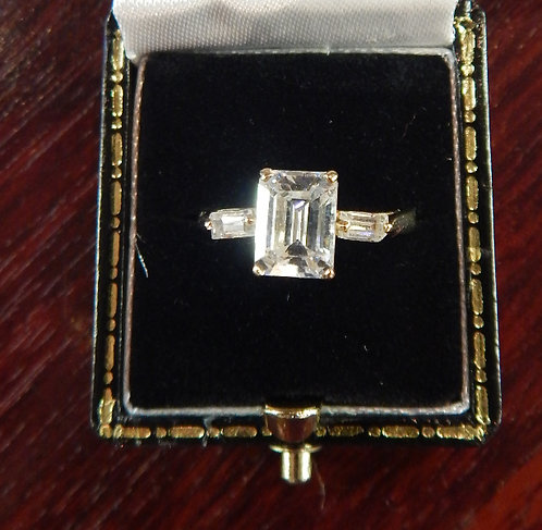 A Stunning 9ct Art Deco Dress Ring (DKS/516)