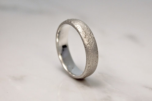 9ct White Sand Cast Ring 5mm.