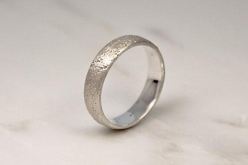 18ct White Sand Cast Ring 5mm.