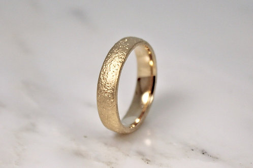 18ct Yellow Sand Cast Ring 5mm.