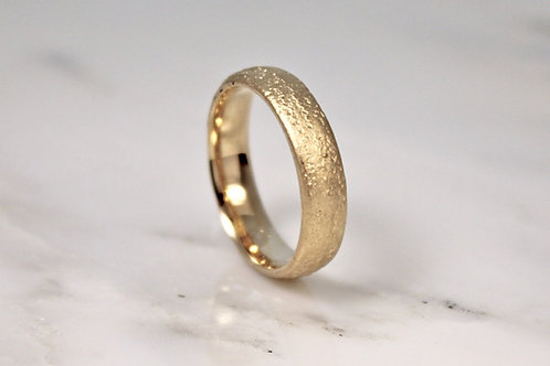 9ct Yellow Sand Cast Ring 5mm.