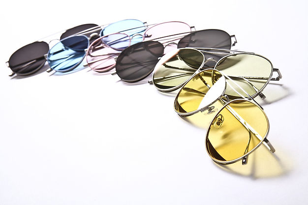 sunglasses-2530463_1920.jpg