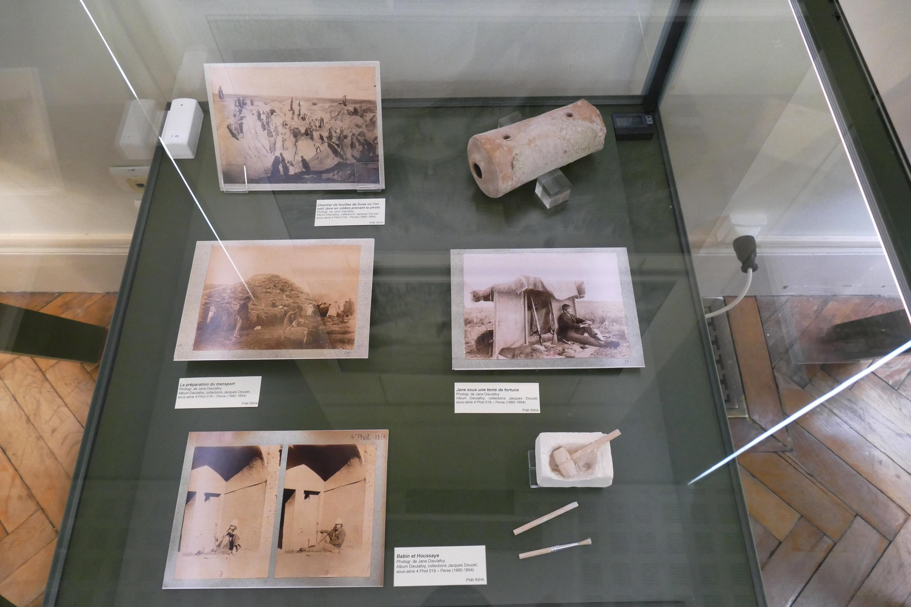 Vitrine sur le chantier des fouilles à Suse
