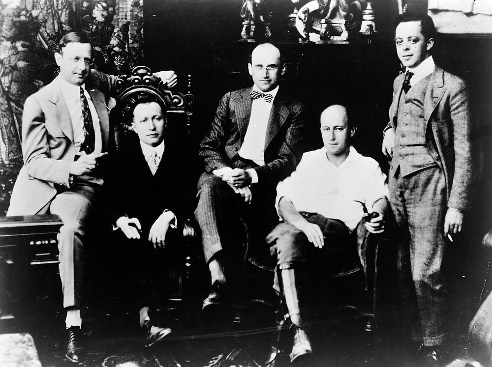 Jesse L Lansky et Adolph Zukor sont à gauche et leurs associés illustres, Samuel Goldwyn et Cecil B De Mille