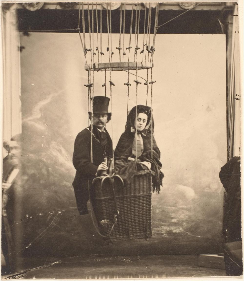 Nadar se met en scène dans un ballon vers 1860