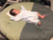 SNSで一目惚れして、息子へのプレゼントとして即注文 日中はなかなか寝つかない息子がぐっすり寝てくれました!  いまはふわふわの座布団がぺたんこになって、息子も大きくなるその日まで使い込んで欲しいです