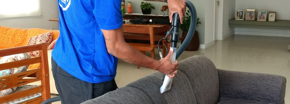 Como_fazer_a_lavagem_a_seco_de_sofa.jpg