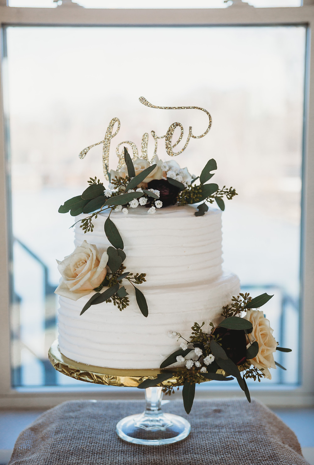 simple simon bakery wedding cake