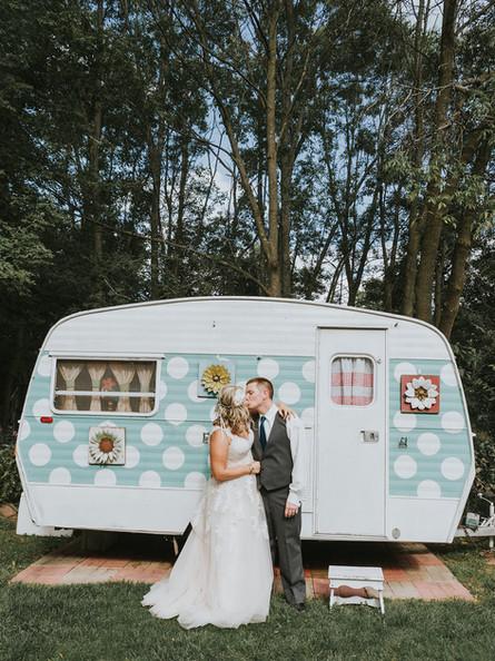 Mike + Kendall |Hollyhock House Wedding|Kewaunee, Wisconsin