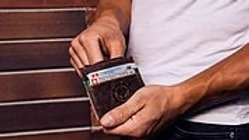 Card Holder - Green Medium - bei Recycling Design