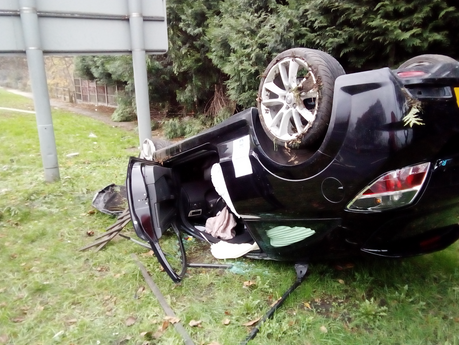 EXCLUSIVE: Occupants of car sought by police after fleeing from horror smash with lorry