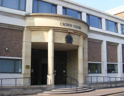 Triple burglary case adjourned because accused 'cannot read or write'