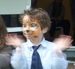 Enfant et spectacle de magie