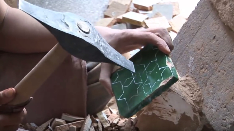 zellige-zillij-making-moroccan-terracotta-tiles