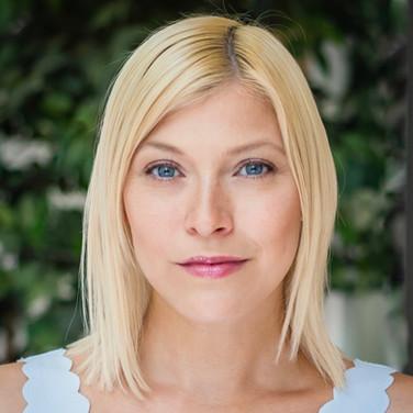 Actor headshot, exterior