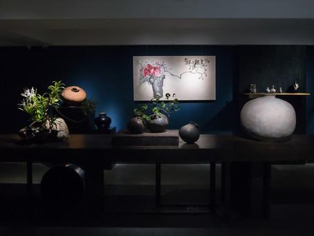 在不完美之中尋求真正的美|異雲書屋《花氣-亞洲花器集珍》帶您穿越千年領略侘寂美學