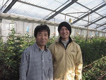 ローズファームケイジの代表・國枝啓司さんと息子の健一さん