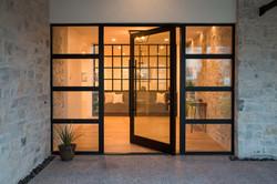 Series 980 Pivot Door Entrance