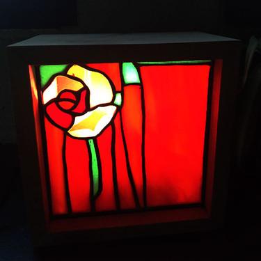 lampe-vitrail-bois-rose-light-2.jpg