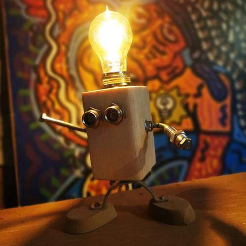 lampe-personnage-bois-enfants.jpg