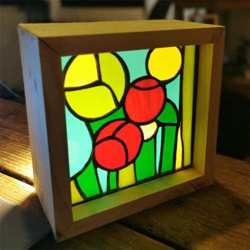 Lampe vitrail et bois