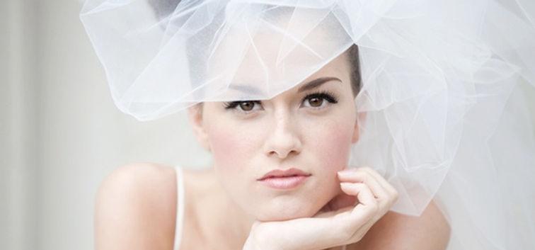 pretty-make-up-and-pouffy-veil.jpg