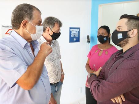 Adauto visita secretarias e departamentos da Prefeitura
