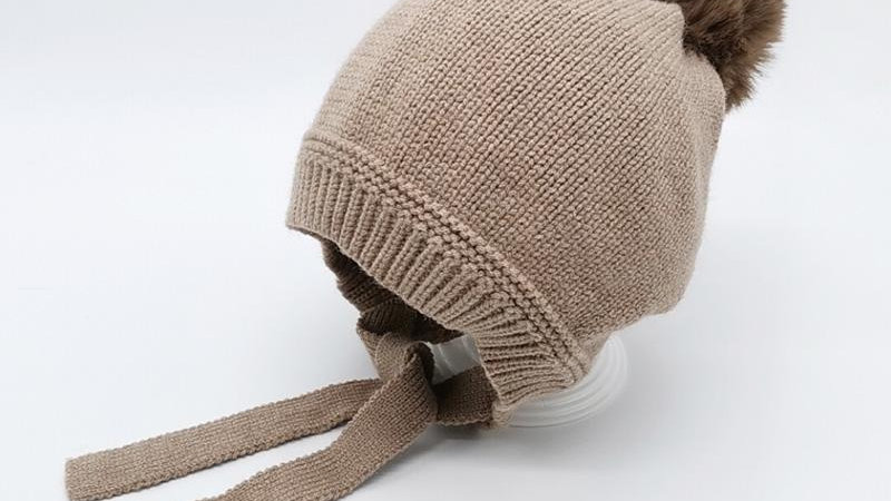 Knitted Pompon Tie-up Hat