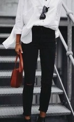 Suitcasesavvy LOVES a good white shirt…