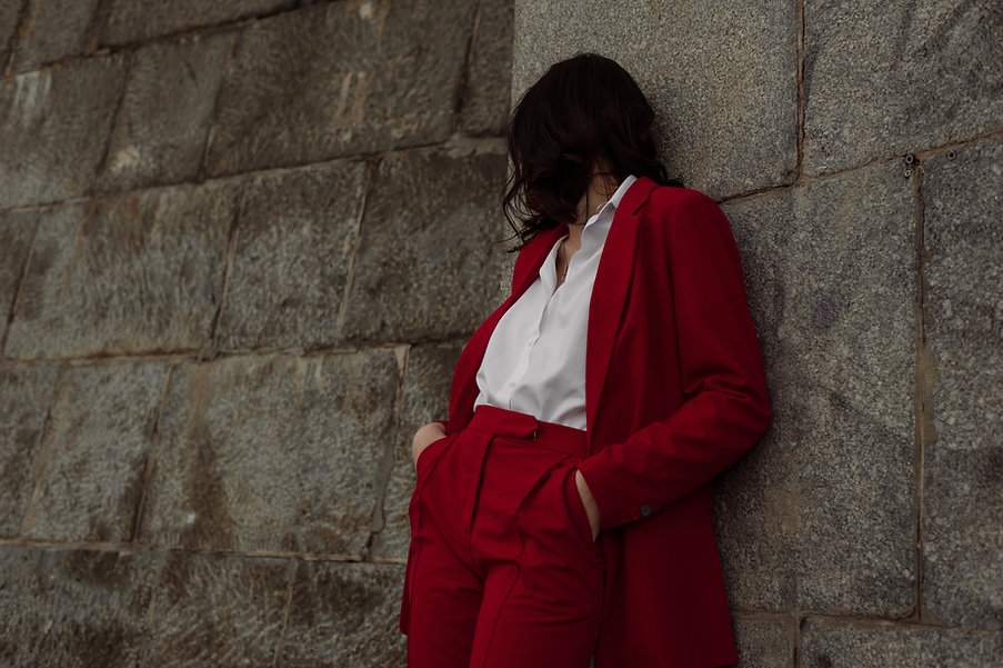 Modell in Rot