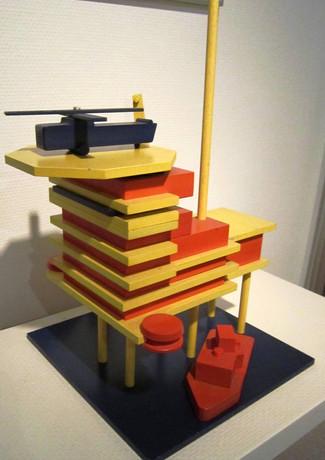Een Offshore platform als speelgoed voor kinderen.