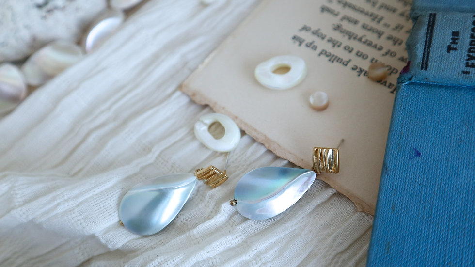 Mother of Pearl Puffed Earring