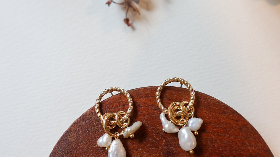 Doran Pearl Earrings