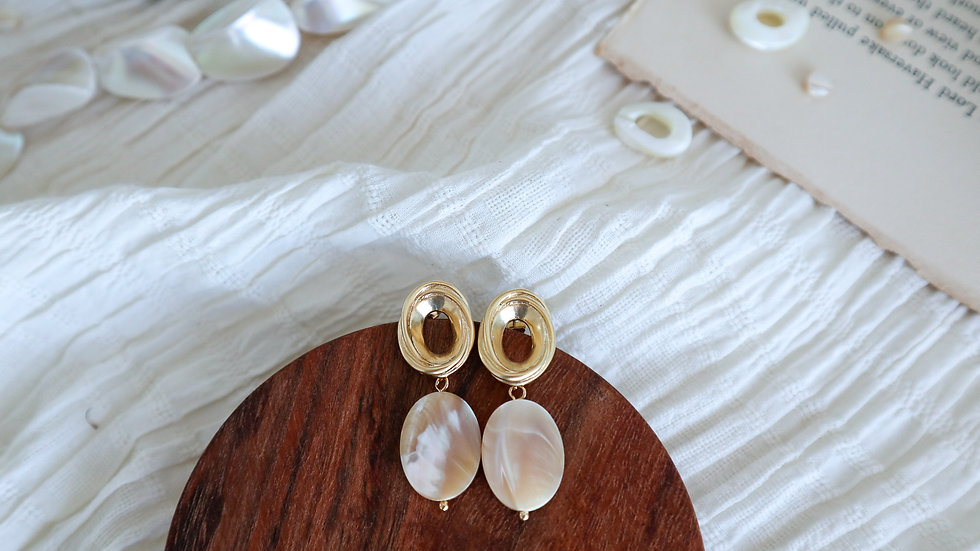 Mother of Pearl Vintage Earring