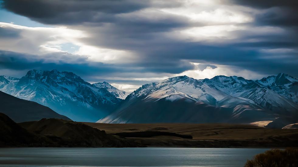 Mountains surrouding Lake Tekapo, New Zealand