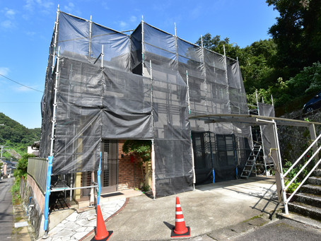 お待ちいただいていたお客様宅のリフォーム外壁屋根塗装工事が始まりました