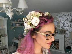 coroniță cu bumbac și flori albe