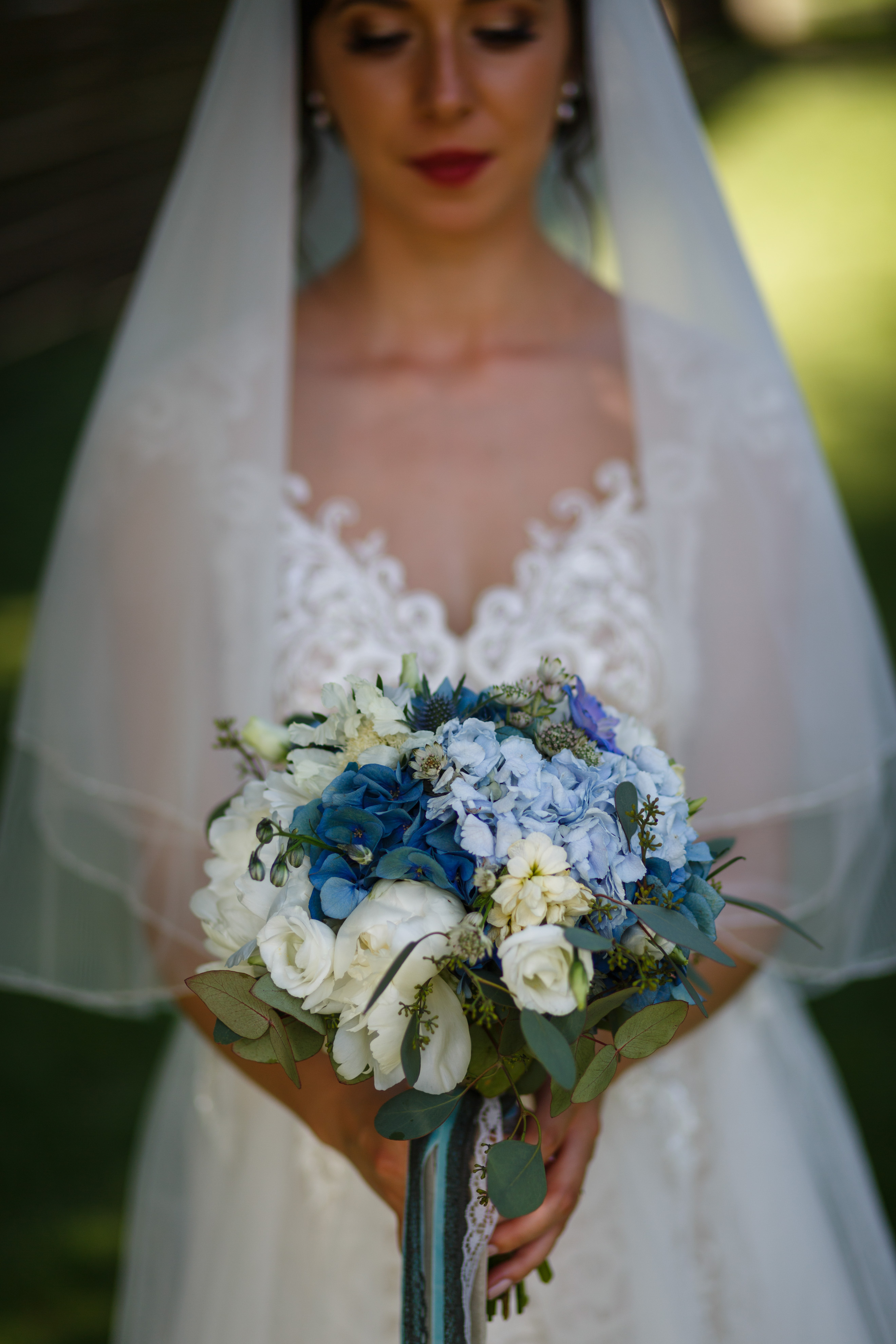 buchet alb-albastru